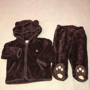 Baby Gap suit 6-12 months